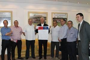 Paranista assumido, Dom Moacyr abençoou o clube mais uma vez (Foto: Divulgação/Paraná)