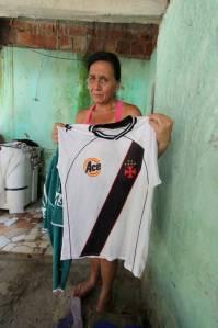 Cleusa, mãe de Leone, sofre com a prisão do filho Foto: Paulo Nicolella / Extra