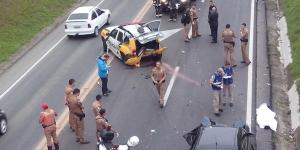 A viatura foi arrastada por vários metros pelo outro veículo. (Foto: Antônio Nascimento – Banda B)