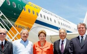 Presidente Dilma com os ex-presidentes Sarney, Lula, FHC e Collor antes de partida para África do Sul