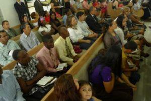 Igreja Adventista do Sétimo Dia de Porto Velho oferece cestas básicas a haitianos recém-chegados. Foto: BBC